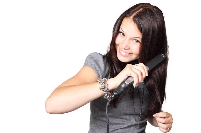 シャンプー トリートメント バサバサ 原因 対策 髪の毛 アイロン 半袖